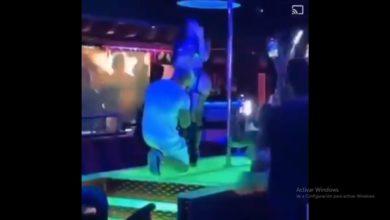 Photo of Romanticismo Puro: Le Pide Matrimonio A Su Novia En Table Dance Donde Trabaja