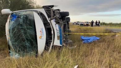 Photo of Autobús Que Transportaba A Los De FRENAAA Vuelca, Hay 20 Heridos