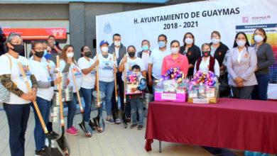 Photo of #WTF Les Entregan Palas Pa´Que Busquen A Sus Familiares Desaparecidos