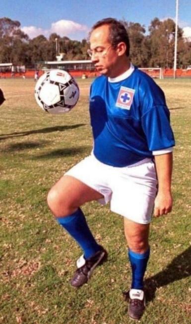 Y este NO ES UN MEME pero no dudamos que Felipe Calderón haya salado al Cruz Azul..!