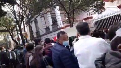 Photo of Aspirantes Morenistas Les Vale Susana Distancia Y Llegan Con Porras A Registrarse