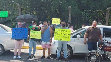 Photo of CNTE Se Manifiesta Ante AMLO En Lázaro Cárdenas Y Le Entregan Petición