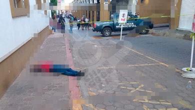 Photo of En Plena Luz Del Día Asesinan A 2 Hombres Y 1 Mujer En Centro De Cotija