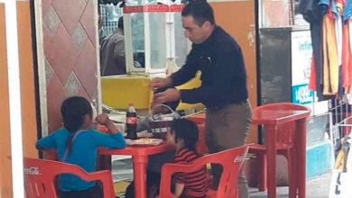Photo of Pasa En México: Señor Invita A Niños Vendedores De Dulces A Comer
