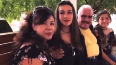 Photo of Fue Sin Querer Queriendo: Chente Niega Acoso Al Tocar Pecho A Su Fan