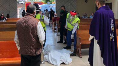 Photo of En México: Se Arrodilla Ante Altar Y Muere; Enseguida Le Celebran Misa De Cuerpo Presente