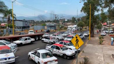 Photo of #Uruapan Taxistas Se Manifiestan Bloqueando Boulevard; Denuncian Extorsiones De La Fiscalía