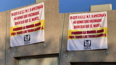 Photo of #Michoacán Trabajadores Del IMSS, Con Mantas,  Exigen Ser Vacunados