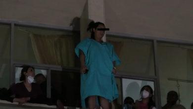 Photo of Pasa En México: Mujer Intentó Lanzarse Del Segundo Piso De Clínica IMSS