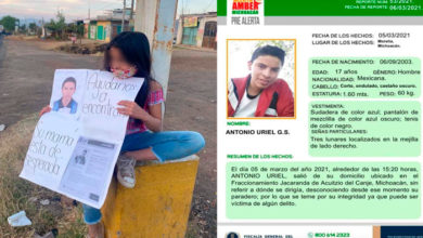 Photo of Niña Se Coloca En Entrada De Acuitzio Para Difundir Alerta Amber De Su Hermano