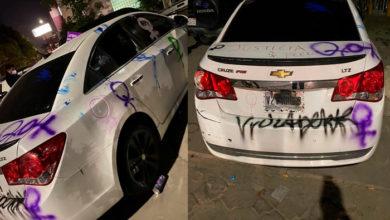 Photo of En México: Mujer Exhíbe Su Auto Destrozado Por Feministas Y Cuestiona Sororidad