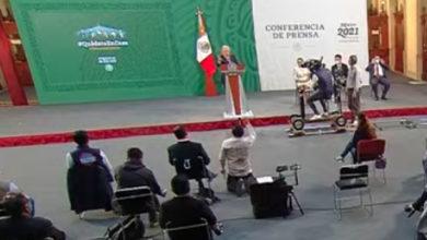 Photo of ¡ORA! Reportero Se Hinca Ante AMLO Para Pedir La Palabra En Mañanera