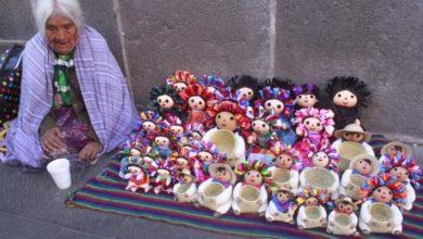 Photo of Abuelita Se Trasladó De Querétaro A Puebla Para Vender Sus Muñecas Lele; Solo Le Compraron 1