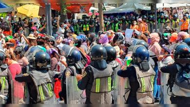 Photo of En México: Se Arman Los Guamazos Entre Policías Y Feministas En Manifestación