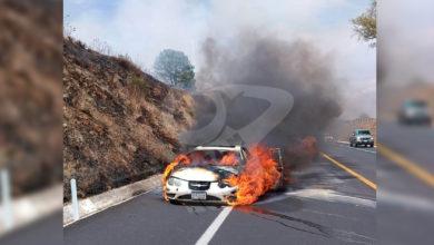 Photo of Automóvil Arde En Llamas Sobre Autopista Cuto-Pátzcuaro